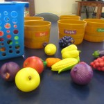 Play kitchen and fruits